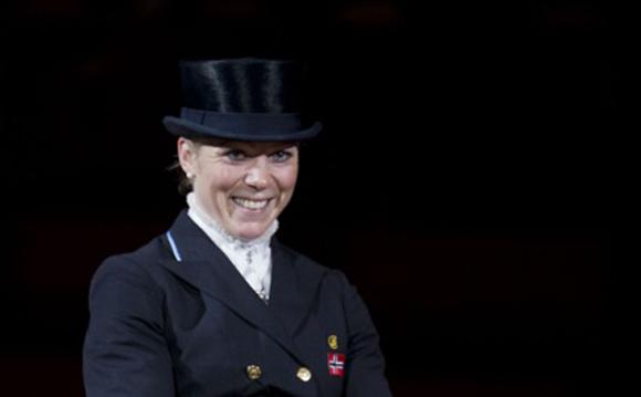 Siril Helljesen og Dorina. (Foto: Roger Svalsrød/Hesteguiden.com)