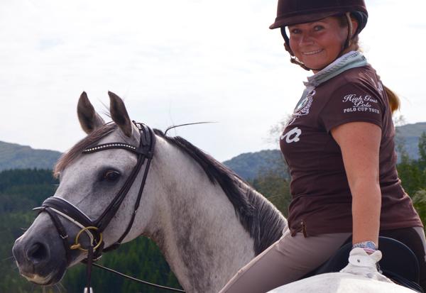 Cecilie er takknemlig for at hun kan leve av sin lidenskap hester.
