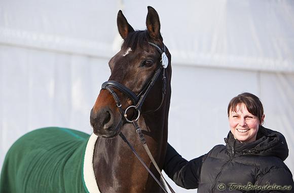 Camilla og hennes Grand Prix hest Carte D'or.